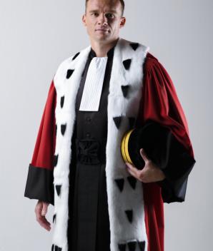 Robe de magistrat rouge herminée - La Confortable