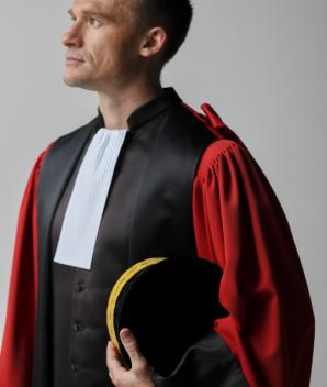 Robe de magistrat rouge  - La Confortable